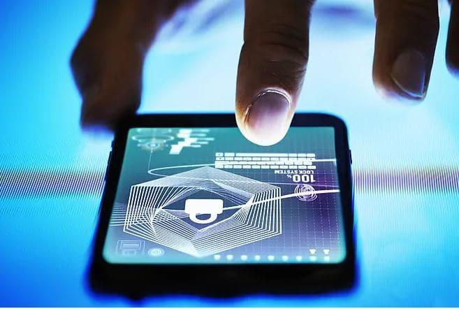 La UE investiga si sus contratos con Amazon y Microsoft cumplen la normativa de privacidad
