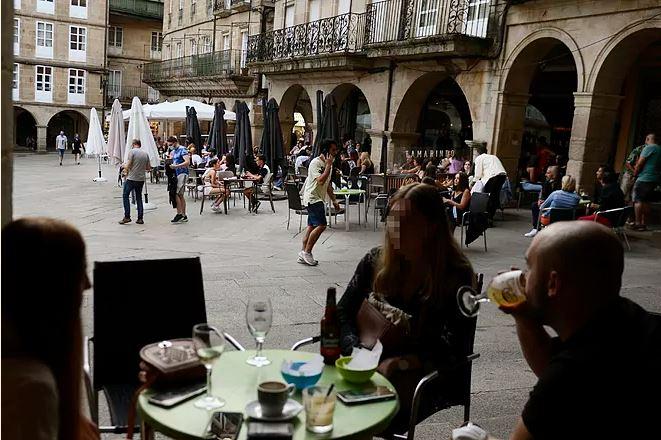 Hasta 3 años de cárcel por falsificar una PCR para acceder a un restaurante en Galicia
